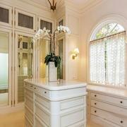 欧式风格精美奢华别墅衣帽间装修效果图