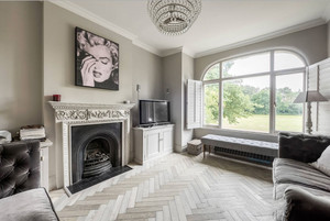 美式风格别墅室内客厅壁炉装修效果图