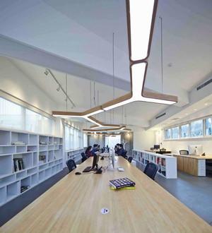 现代风格大型办公室装修效果图