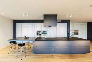 现代风格时尚进门厨房吧台设计装修效果图赏析