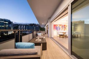 现代风格大户型时尚阳台设计装修效果图赏析