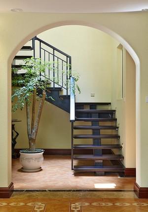中式风格铁艺楼梯设计装修效果图