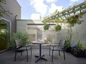 现代风格别墅阳台花园设计装修实景图