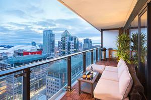现代风格大户型时尚休闲阳台装修效果图