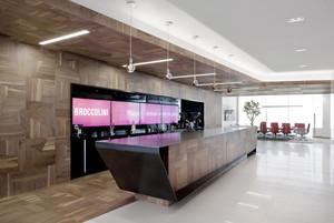 现代简约风格办公室前台装修效果图