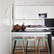 清新风格简约厨房吧台设计装修效果图