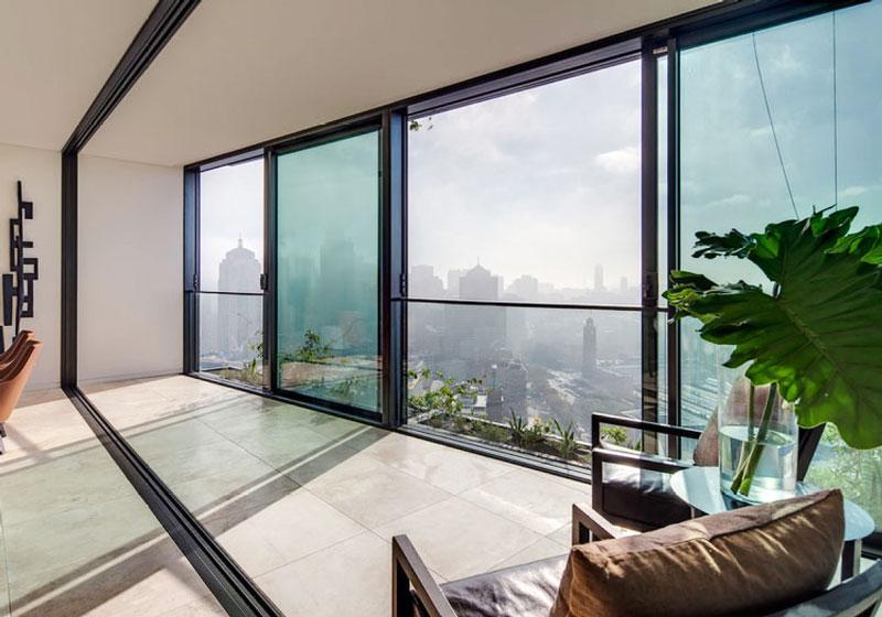 现代风格精致落地窗阳台装修效果图