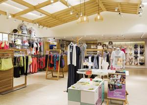 现代风格精致服装店设计装修效果图