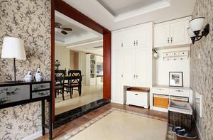 美式风格精致大户型室内设计装修效果图,美式风格玄关设计复古精美的装饰,让人从进门就感受美式风格的魅力,玄关鞋柜设计更是实用美观。