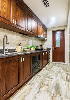 美式风格深色精致整体厨房装修效果图