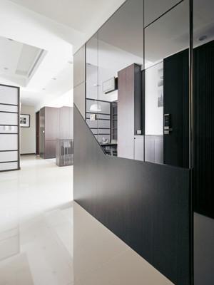 现代风格精致三室两厅室内装修效果图,现代风格是比较流行的一种风格,追求时尚与潮流,非常注重居室空间的布局与使用功能的完美结合。