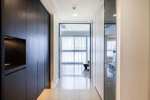 139平米现代风格精致大户型室内设计装修效果图,现代风格具有简洁造型、无过多的装饰、推崇科学合理的构造工艺,重视发挥材料的性能的特点,深受大众喜爱。