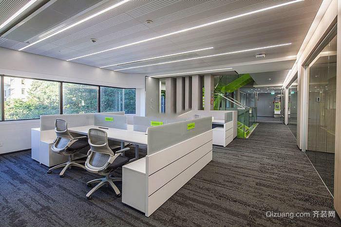 风格办公室装修效果图,现代简约风格装修采用简单的线条设计,白色的吊