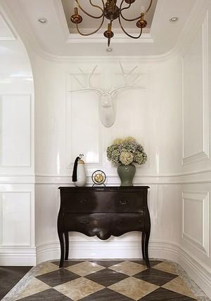 浪漫奢华法式风格别墅装修图,法式装修在细节处理上运用了法式廊柱、雕花、线条,制作工艺精细考究。看起来非常精致,营造出典雅精美的氛围。