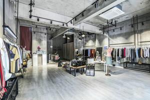 个性时尚简约风格服装店设计装修图