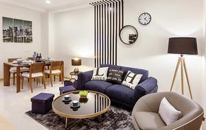 温馨时尚现代风格三室两厅室内装修图,简单的设计家具设计,蓝色和米色的沙发设计,整个空间看起来,创意的背景墙装饰,温馨舒适。