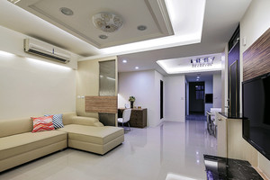 现代简约风格64平米小户型室内装修效果图,客厅装修主要采用白色和米色的搭配,白色简单的吊顶设计,米色温馨的沙发设计,整个空间温馨舒适。