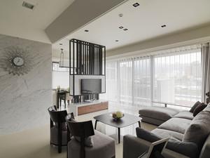 现代风格时尚墙120平米室内装修效果图,现代风格装修,装修中家具选择简单大方,没有过多的装饰,让室内看起来宽敞舒适,简单时尚的工艺品。