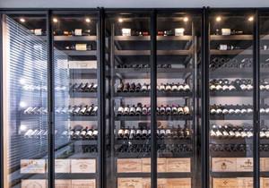 时尚创意现代风格玻璃酒柜设计装修图