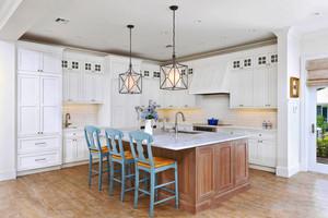 地中海风格别墅开放式厨房吧台装修效果图
