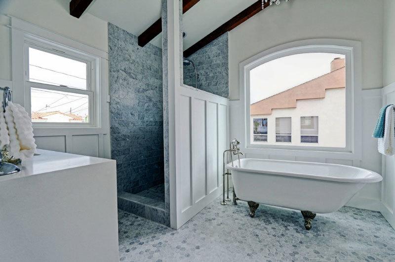 白色精美欧式风格卫生间设计装修图
