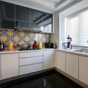 现代风格L型厨房设计装修效果图