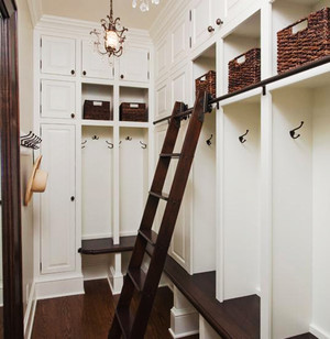 实用美观简约风格玄关鞋柜设计装修效果图,在大多数家里,鞋柜总是被摆在客厅的入门处,一副厚重深沉的样子。往往,它必须同时肩负着放鞋子和杂物的功能。