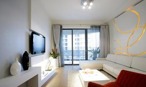 现代简约风格72平米两室两厅室内装修效果图,客厅装修,选择白色的布艺沙发设计,墙面保持了原来的白色,灰色的窗帘,红色的桌椅,简单宽敞。