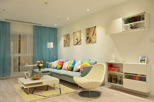 清新风格舒适两室两厅一卫装修效果图,浅蓝色的窗帘设计,白色的桌椅设计,搭配浅蓝色的沙发设计,简单舒适的茶几,色彩搭配清新舒适。