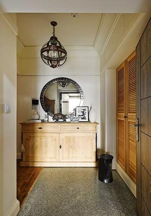 欧式田园风格温馨两室两厅室内设计装修图,田园风的玄关设计,简单清新复古的吊灯设计,搭配田园风格家居,简单温馨舒适。
