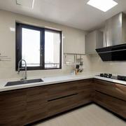 现代风格精致U型厨房设计装修效果图