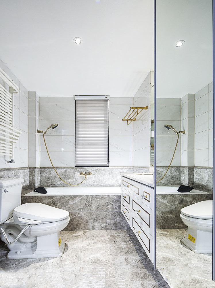 现代风格精致白色卫生间装修效果图
