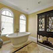 精美欧式风格带浴缸卫生间装修效果图