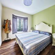 简欧风格温馨浅色卧室窗帘装修效果图
