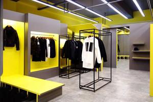 36平米现代风格时尚服装店装修效果图