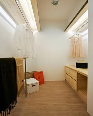 现代自然原木风三室两厅室内设计装修效果图