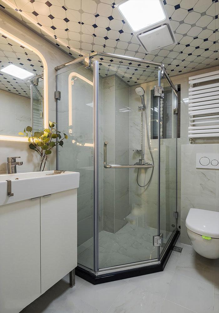 现代风格卫生间玻璃淋浴房设计装修效果图