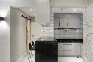 现代风格简单小户型厨房吧台装修效果图
