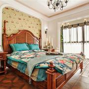美式休闲温馨卧室背景墙设计装修图
