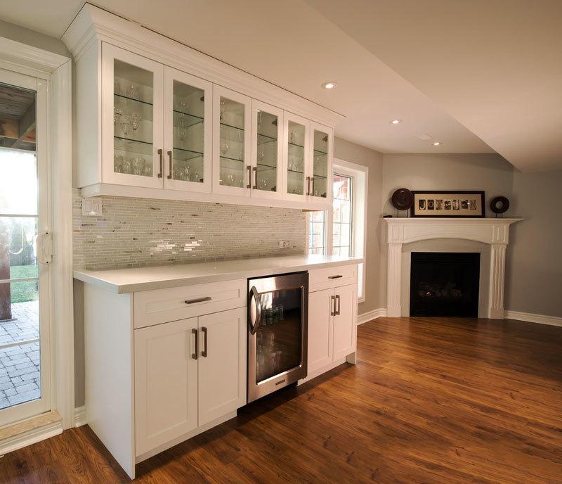 欧式风格白色精美家装酒柜设计装修图