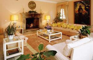 温馨舒适客厅沙发设计装修效果图赏析,沙发的选择与客厅的气氛、品位、格调的关系极为密切,作为客厅内最为抢眼的大型家具,要谨慎选择。