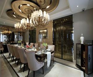 欧式别墅现代奢华大气装修效果图,餐厅采用长桌型装修,可提供多人用餐,璀璨欧式吊顶成为了欧式餐厅的点睛之笔。