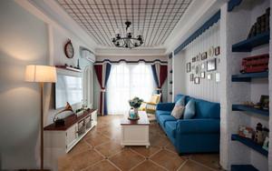 地中海风格装修图片中这是一个地中海装修的客厅,整个客厅并没有都用蓝色来装饰,只用一个蓝色沙发就非常的有特色了,这样设计真正让人感觉是在希腊岛屿村庄的蔚蓝海岸与白色沙滩上,可以说是非常的有情调了。