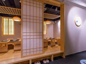 日式料理店入口装饰