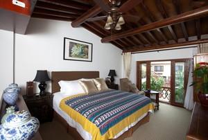 东南亚风格实木精致卧室设计装修效果图