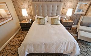 简约浅色温馨时尚卧室设计装修效果图