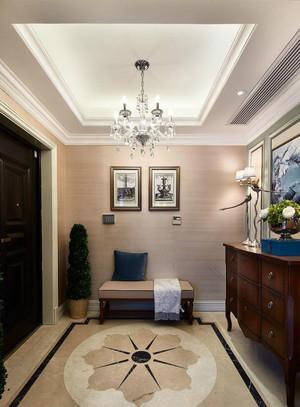 玄关的设计以温馨精致为主,柔软的块毯、舒适的座椅、精美的装饰画、个性的灯饰,共同组成了家的样子。