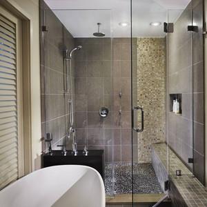 玻璃墙卫生间装修效果图