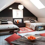 儿童房两张床装修设计