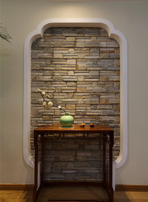 一进门就看到了如此风雅的设计,一身的疲惫也随之消退,墙面上的设计,桌案上的装饰品,一切都彰显出主人的好品味。